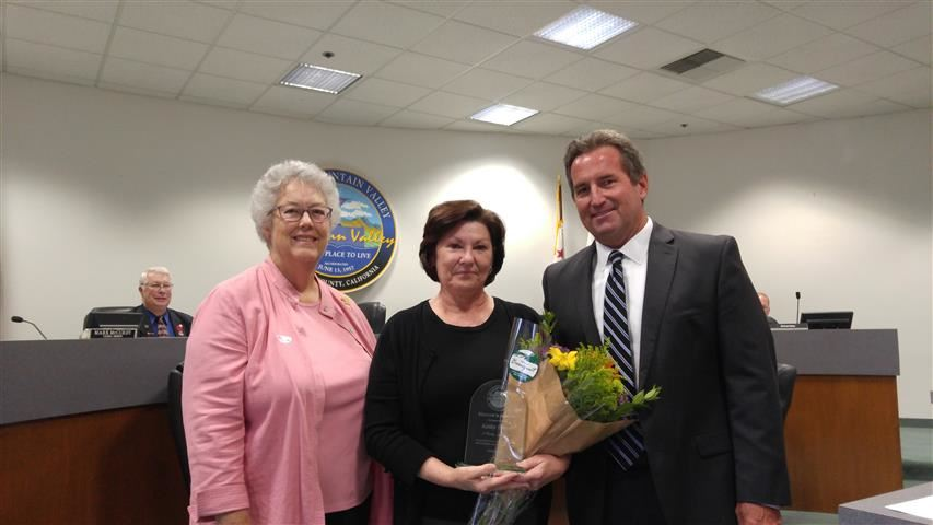 Kathy Heard recieves the Mayor's Award from Mayor Cheryl Brothers